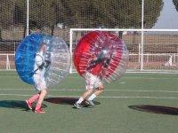 Bubble soccer en campo exterior