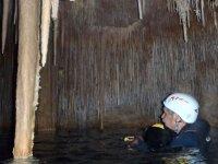 Ispezione della grotta allagata