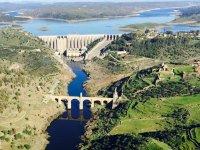 Bridge and reservoir in Extremadura