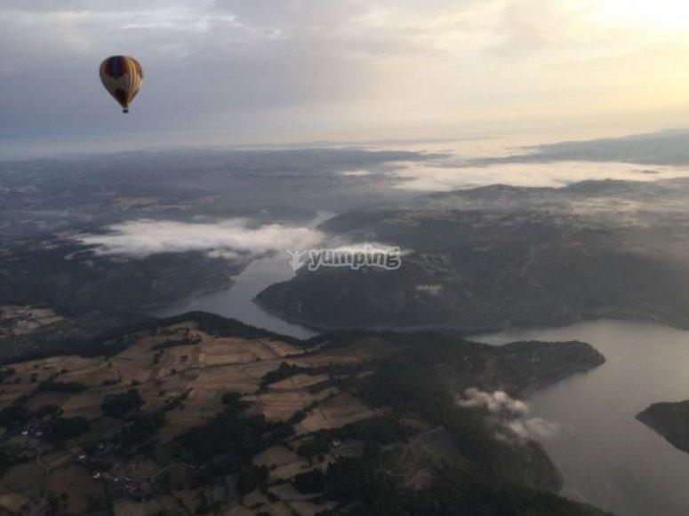 Volo in mongolfiera sopra la Ribeira Sacra