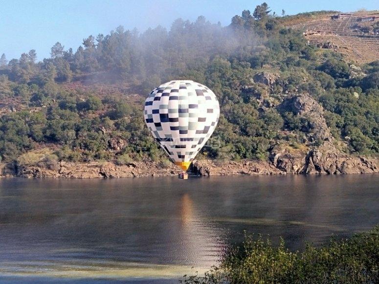 Paseo en globo sobre el rio Miño