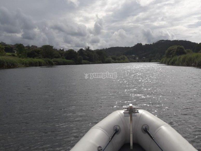 Sulla barca sull'estuario del Mogro