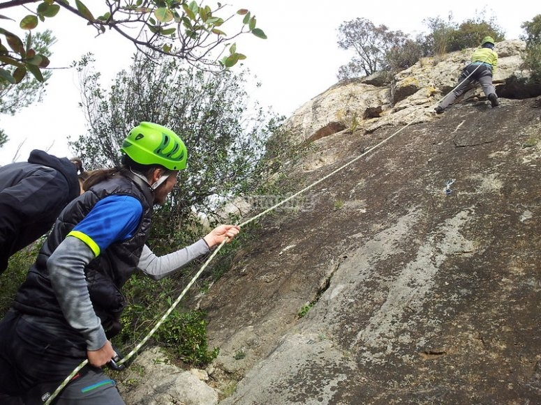 Discesa in corda doppia a Montserrat