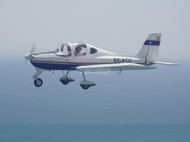 Volar por la costa en Almería con ultraligero