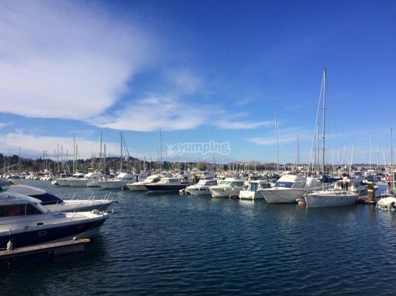 Embarcaciones en el puerto de Santander