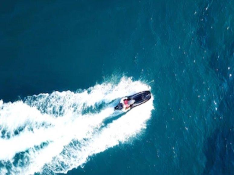 摩托艇上的速度