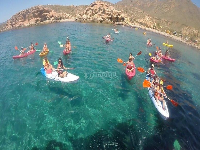 Ruta en kayak entre amigos
