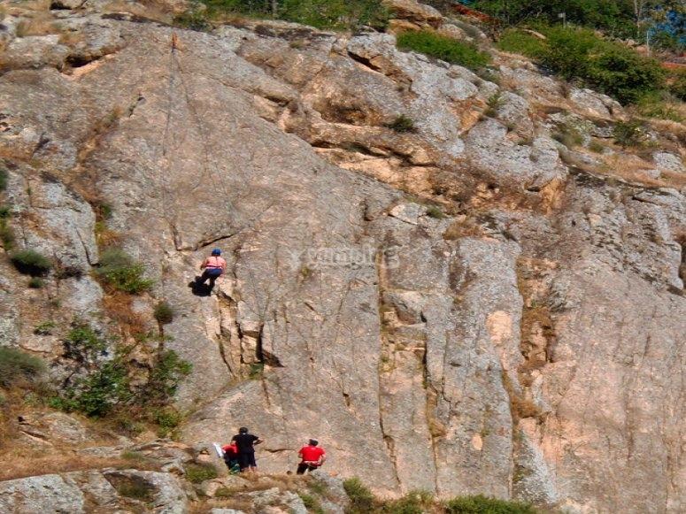 Initiation rock climbing