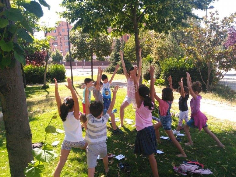 Ejercicios de yoga al aire libre