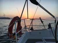 看着太阳从船上下来