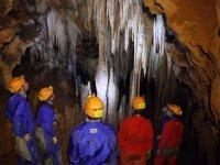 Viendo las formaciones de la cueva