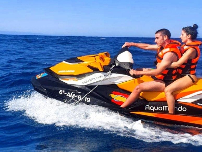 在加鲁查(Garrucha)航行-乘坐摩托艇