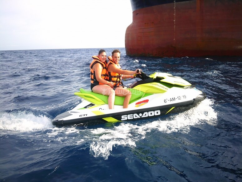乘坐摩托艇游览阿尔梅里亚海岸