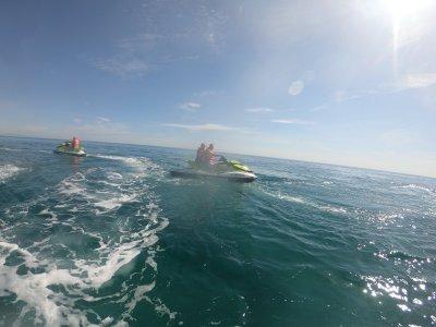 加鲁查海岸的摩托艇游览1小时