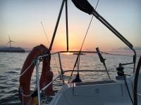 Viendo ponerse el sol desde el barco