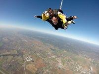 Volando antes de abrirse el paracaídas