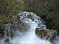 Cascada de agua clara