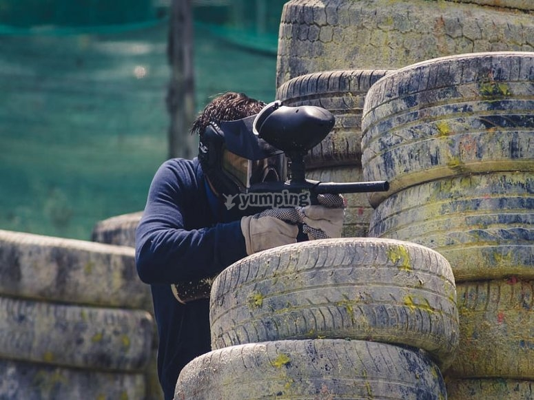 Aiming at the target in paintball game