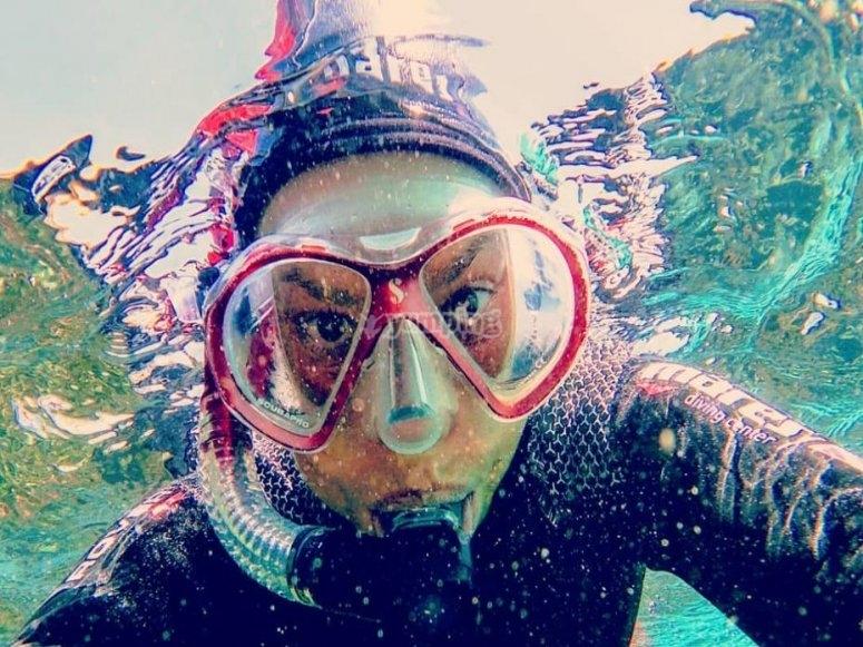 使用水下浮潜设备