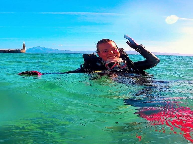 潜水后在海面