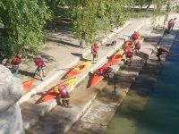 Placing the boats to go down the river