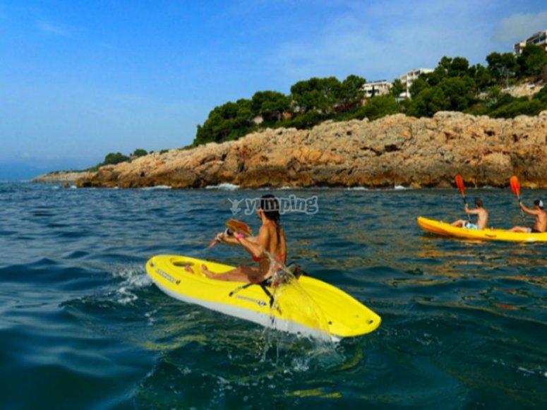 Navigare in kayak lungo la Costa Dorada