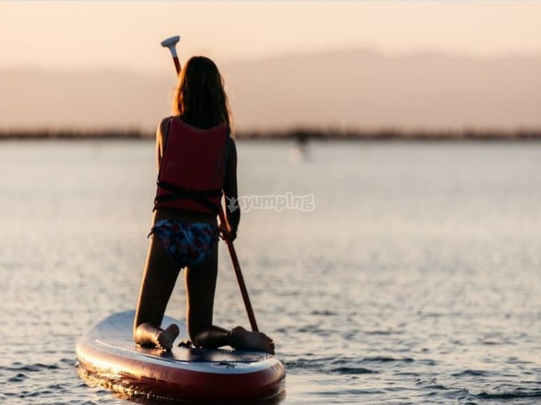 Paddling on your knees on the SUP board