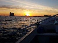 Imbarco a piedi al tramonto