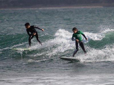 Clase de surf en playa de Ladeira en Corrubedo 2 h
