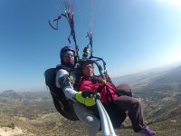 Taking the passenger in paragliding