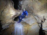 Grotta con acqua caduta