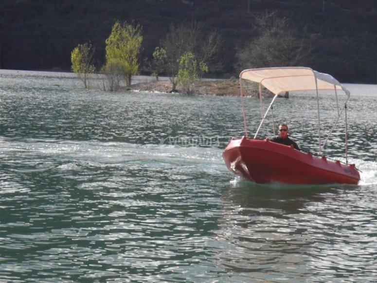 欣赏Baells水库的自然风光