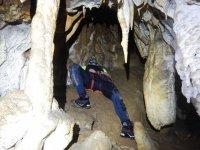 Tumado跨越一个舍入深谷内制备石窟