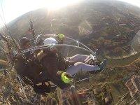 托莱多天桥动力伞教练和乘客