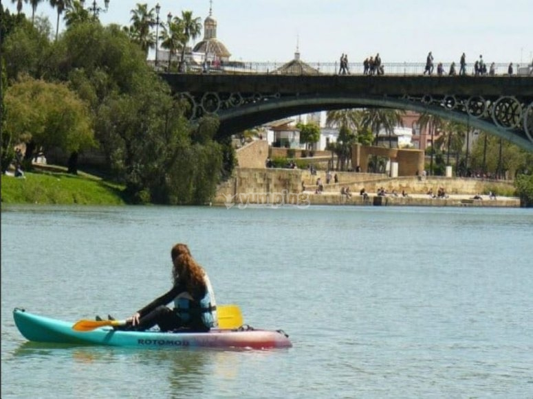 Kayak en el rio Guadalquivir