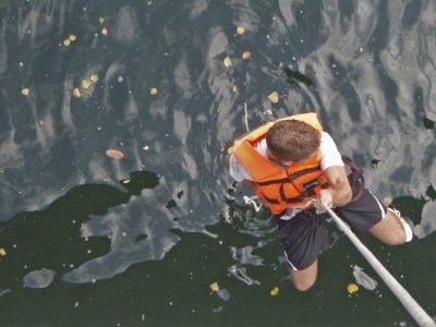 在河塞拉半天的Gymkhana水上冒险