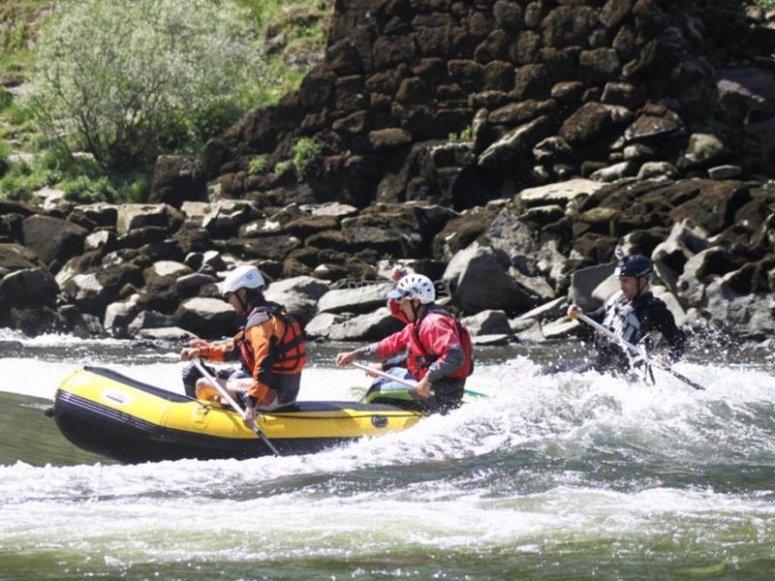 Godersi un percorso di rafting