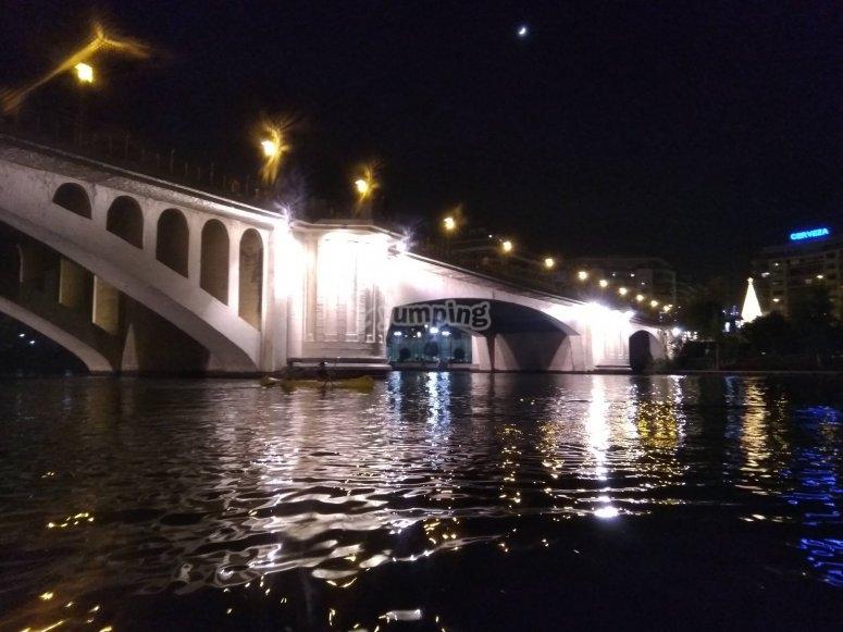 Puente de Triana con las piraguas