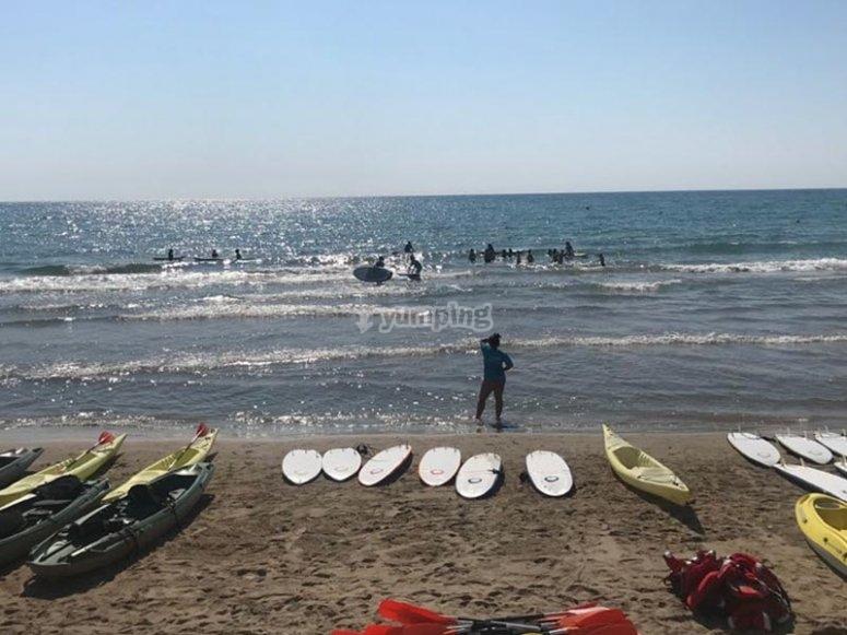 Disfrutando de un campamento de surf
