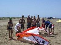 公司和风筝冲浪