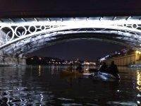Canottaggio sotto il ponte di Triana