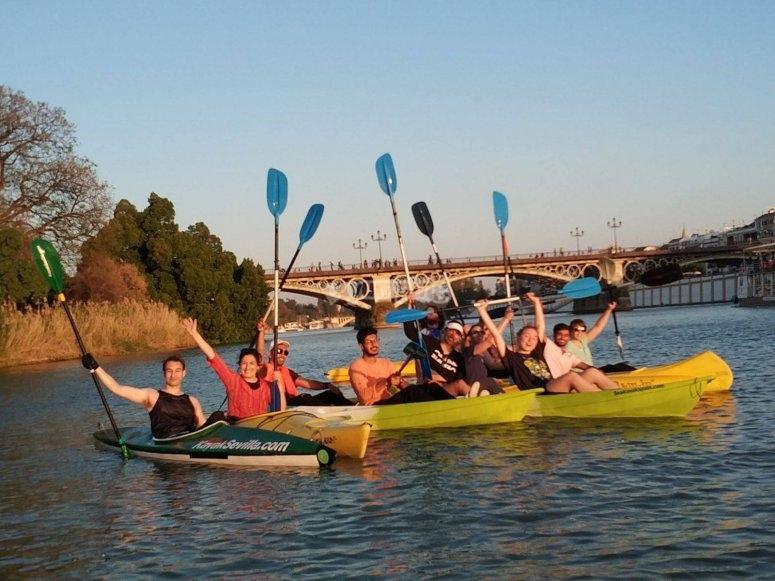 Saludando desde las canoas