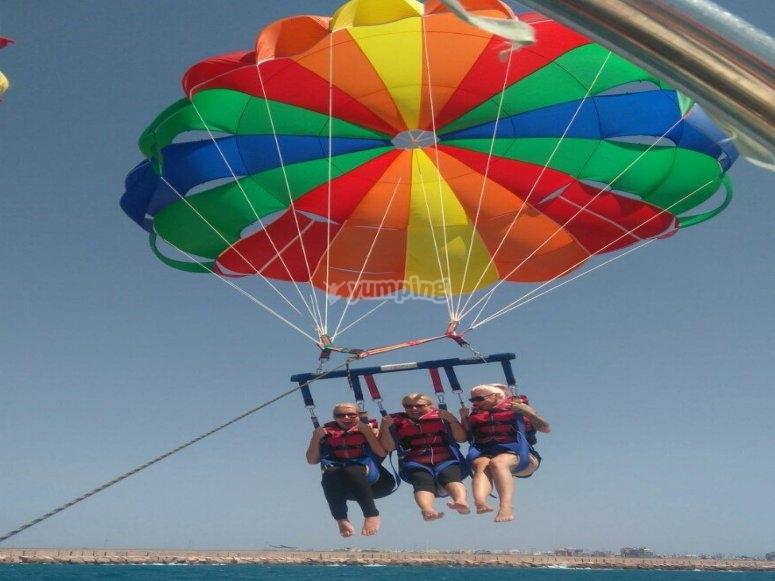 Vuelo en parasailing en Torrevieja