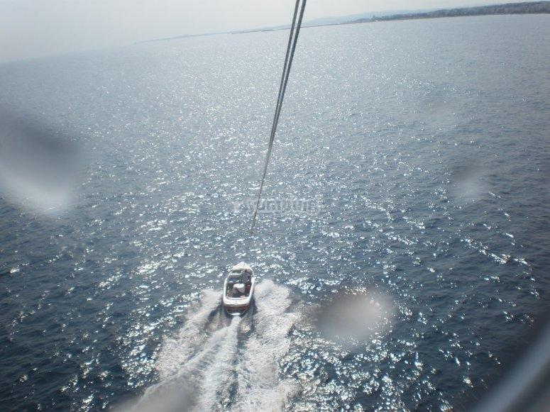 Viendo la embarcación desde el parascending