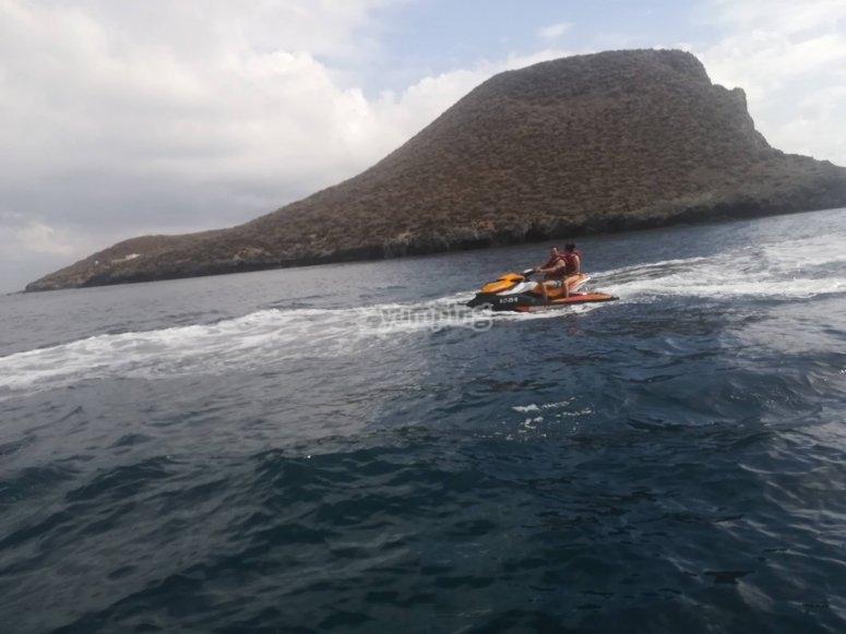 Acelerando en la moto de agua