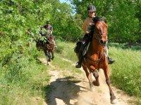 Galopando a caballo