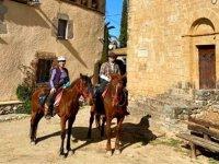 Excursión a caballo por pueblos encantadores