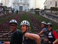 grupo de amigas montadas en unas bicicletas
