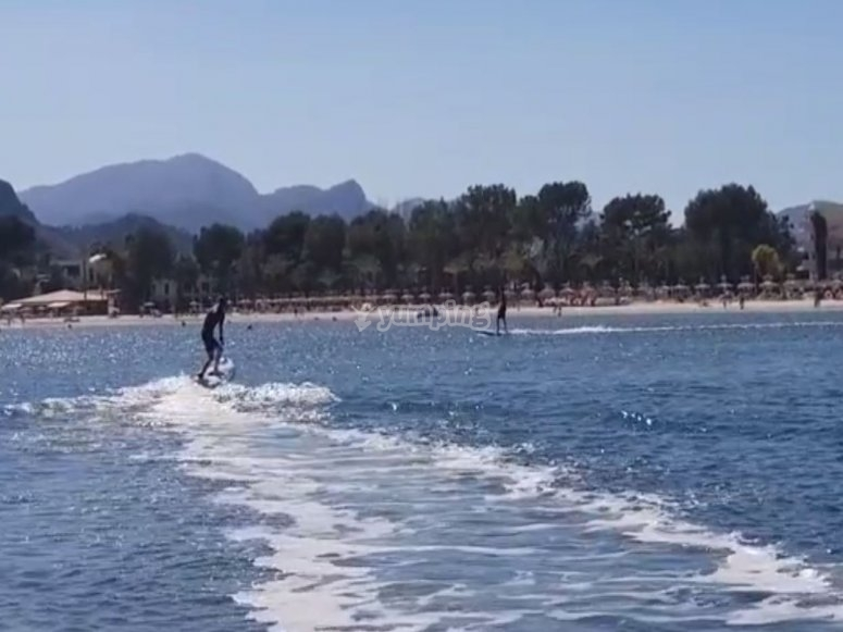 Probando las tablas de surf electricas
