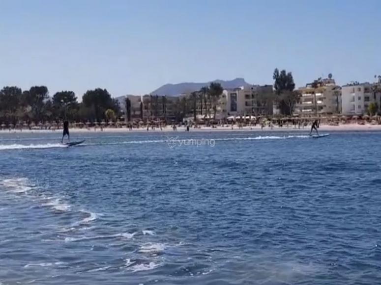 Surfers con tablas electricas
